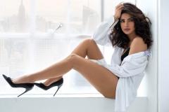 priyanka-chopra-leggy-beauty