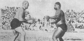 Gama (right) wrestling-with-Stanislaus-Zbyszko-in-Patiala-in-1928