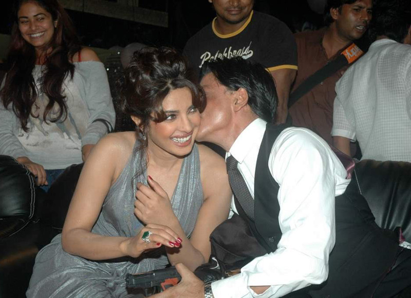 Priyanka Chopra gets cosy with Shah Rukh Khan