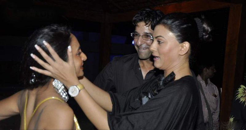 Wasim Akram (middle) with Sushmita Sen (right)
