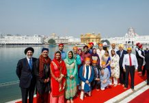 Trudeau with ministers at Golden temple
