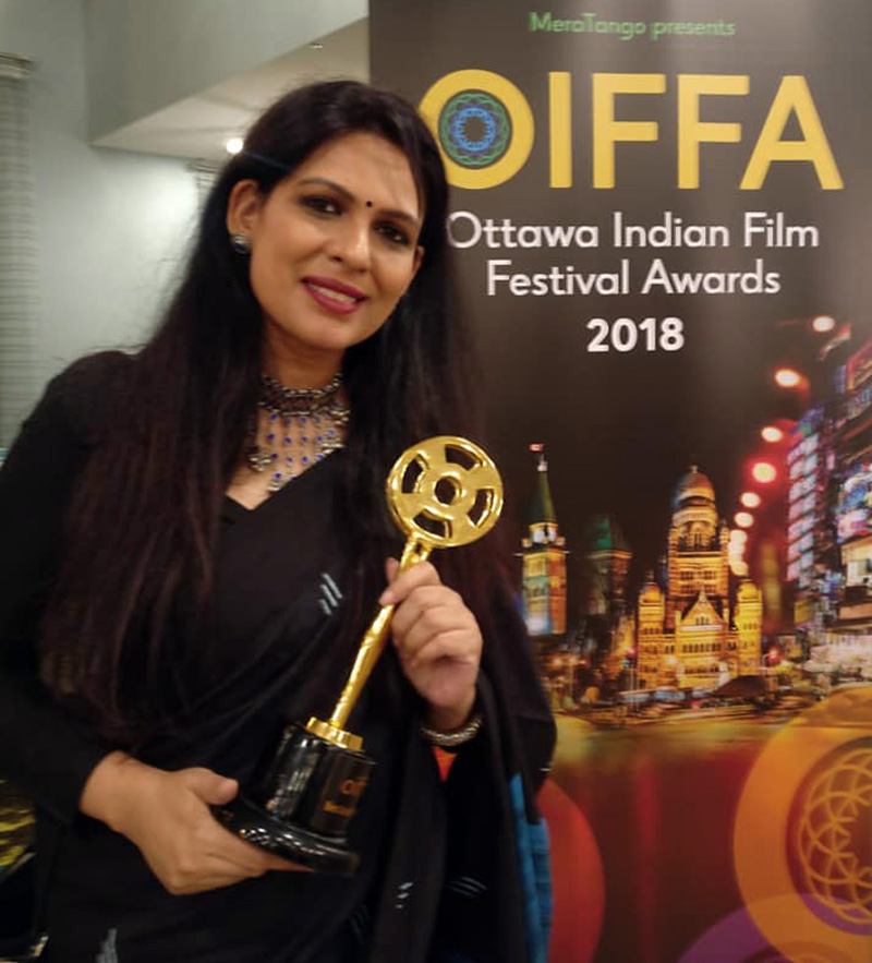 Ekavali Khanna with the best actor award in Ottawa