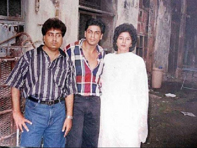 Shah Rukh Khan with his Pakistani cousin Noor Jehan (extreme right)