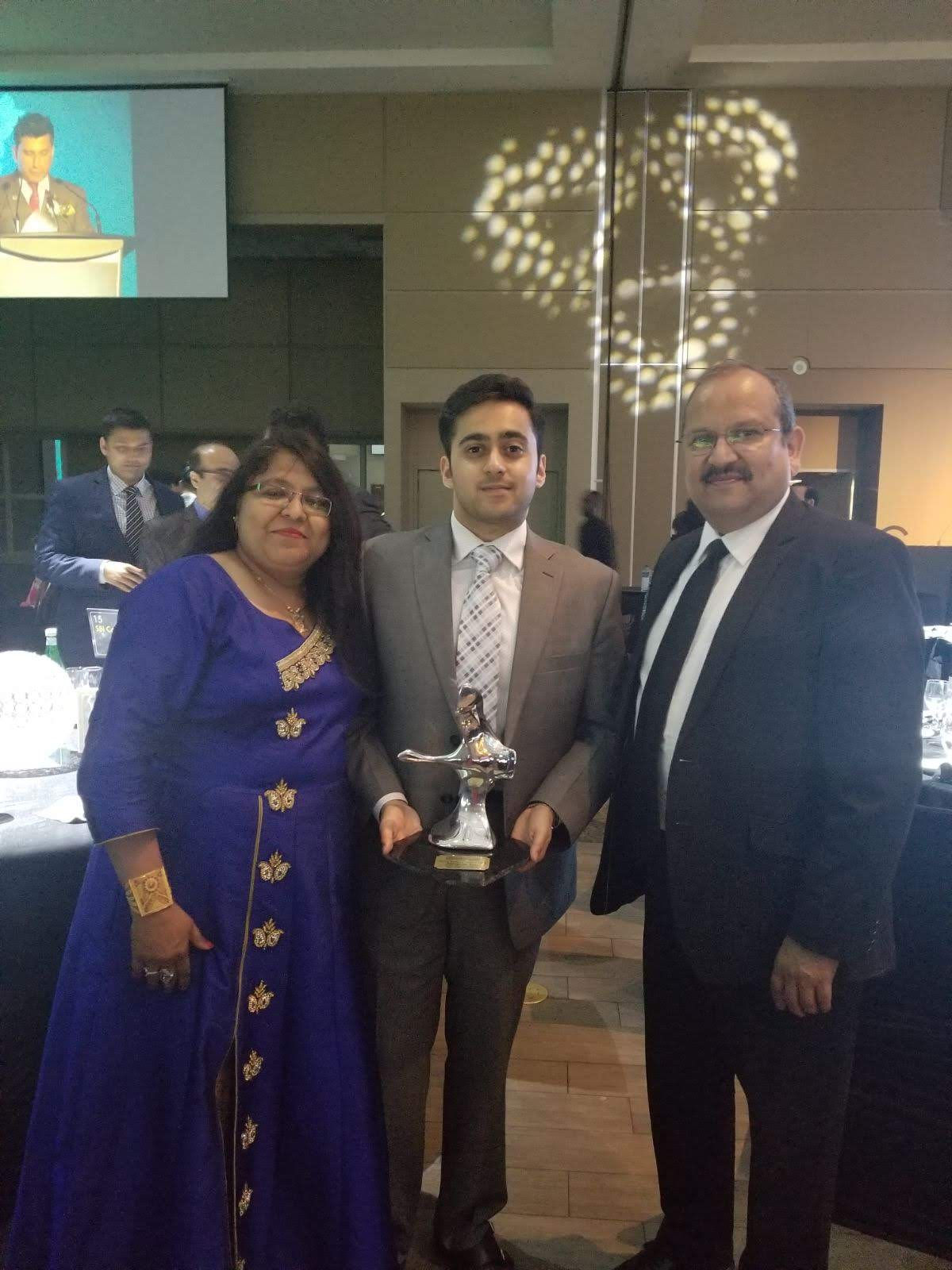 Abhishek Jain with his mother and SBI Canada Bank CEO Rajesh Gupta from whom he received the ICCC award.