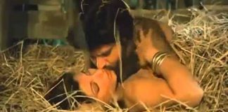 Dimple Kapadia and Anil Kapoor in famous kissing scene.